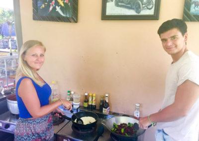 thai-cooking-classes-idjangs-kitchen-koh-tao-thailand-15