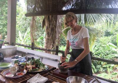 thai-cooking-classes-idjangs-kitchen-koh-tao-thailand-20