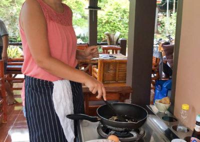 thai-cooking-classes-idjangs-kitchen-koh-tao-thailand-8